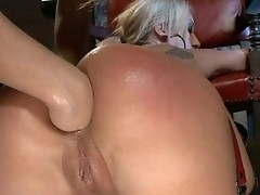 Piping hot Kristina Rose pink fucks Amy Brooke's bore